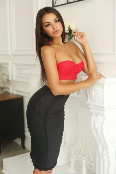 Breathtaking Natural Looks Escort Paula Abu Dhabi